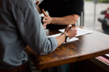 ראיון עם ענת ליאור: בינה מלאכותית במקצוע עריכת הדין – פוטנציאל אדיר המלווה בחשש